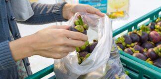 Tassa sulla spesa, da oggi si pagano i sacchetti bio monouso
