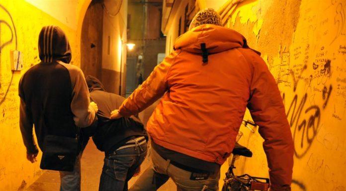 """Cronaca di Napoli, ancora baby gang: sedicenne aggredito alla metro """"Policlinico"""""""