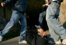 Maddaloni, baby gang picchia e sequestra un uomo dopo averlo adescato