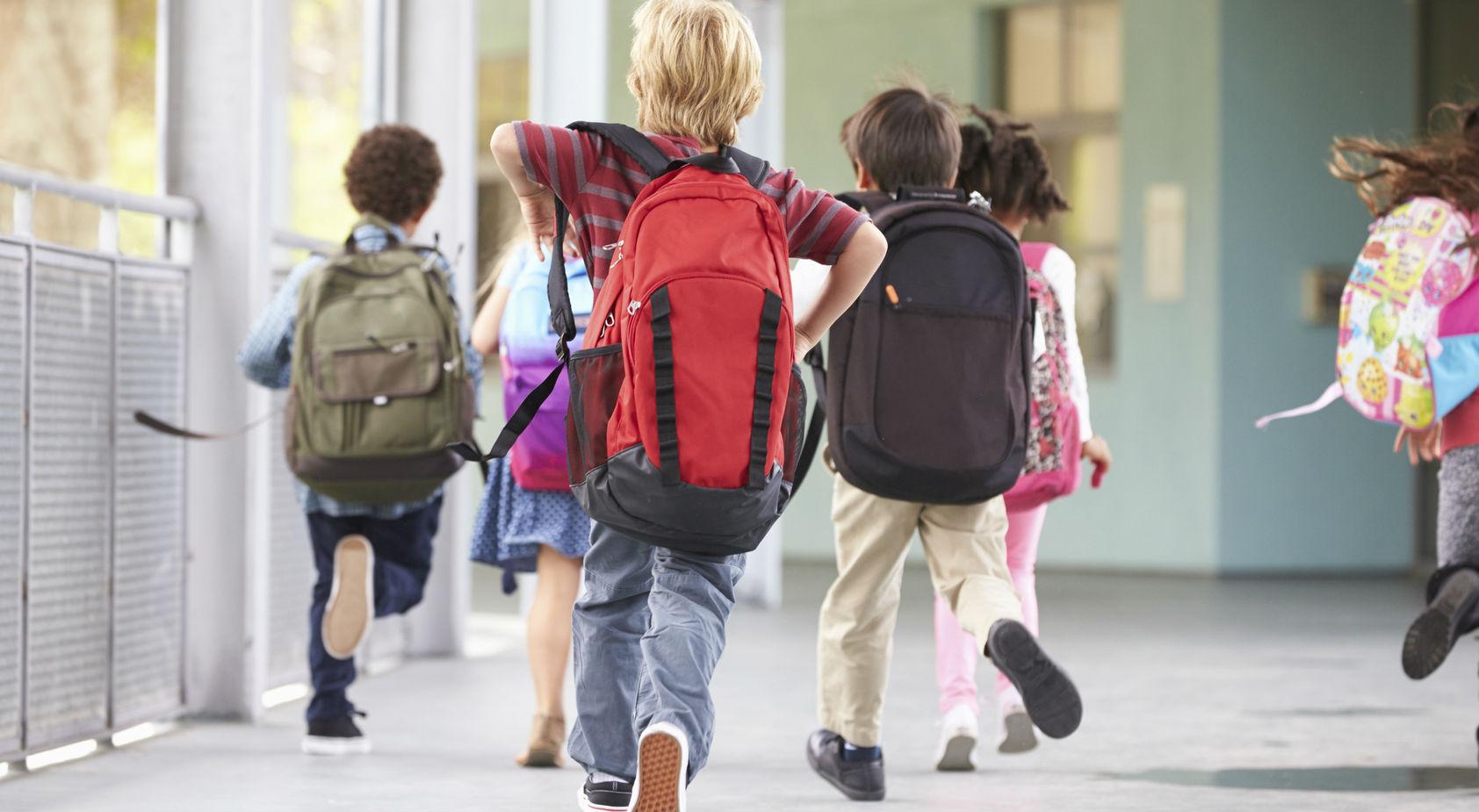 Nocera Inferiore, stop agli zaini troppo pesanti: intesa tra Comune e scuole