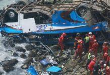 Perù, bus precipita in un burrone: almeno 48 morti