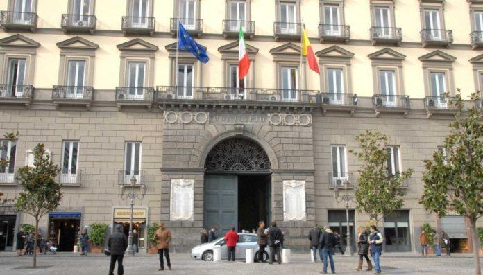 Comune di Napoli, stipendi dei dirigenti in base al servizio