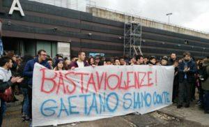 Napoli, in centinaia alla marcia di Scampia contro le baby gang