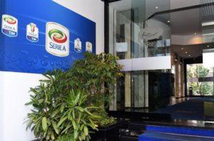 Diritti TV calcio, 5 buste per la Serie A: in corsa Sky, Tim, Mediaset e Perform