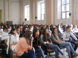 """Liceo Vico, la rivolta per i prezzi del Cambridge: """"Non rispettate le promesse"""""""