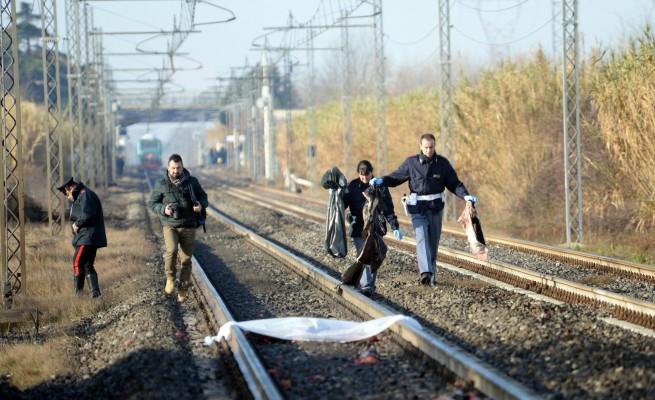 Napoli, uomo si lancia sotto il treno della circumvesuviana