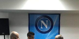 """Calcio Napoli: consegnati a Castel Volturno i premi """"Ultràmico dell'anno"""" a Maggio e Sarri"""
