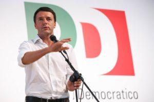 """Renzi a Napoli: """"Cinque stelle movimento di ex onesti. Pd unica alternativa"""""""