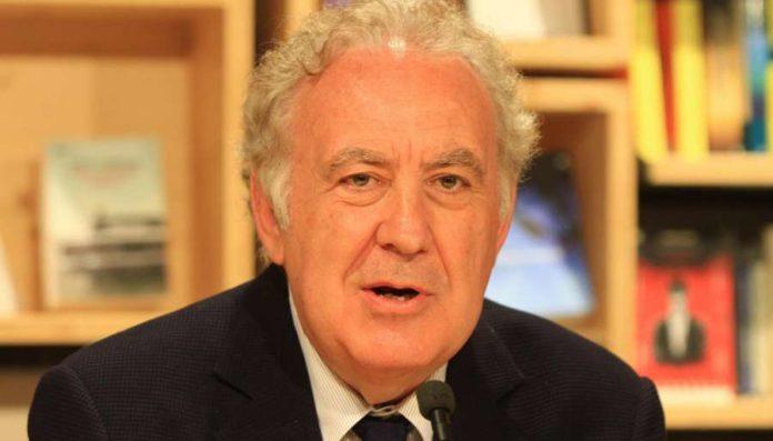 Rai Tre, Michele Santoro sfora e il programmi di Strabioli salta