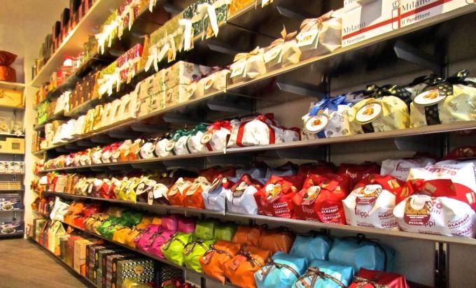 Napoli, vomero: furto di panettoni e dolci probabilmente per rivenderli