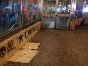 Napoli, Fuorigrotta degrado piazza Italia: «Per l'Epifania ridateci le giostre»