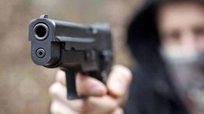 Choc a Fuorigrotta, pistola al volto di un tabaccaio per portare via l'incasso