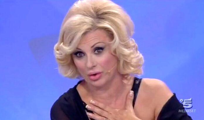 Uomini e Donne: Maria taglia Tina Cipollari in montaggio
