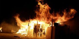 Cronaca di Napoli, due negozi incendiati a Torre Annunziata: allarme racket