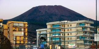 Rischio vulcanico Vesuvio e Campi Flegrei: al via tavolo tecnico in Prefettura