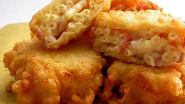 Street food Napoli, dalla pizza al babà: ecco le specialità