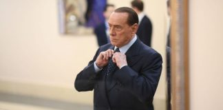 Caso escort, Berlusconi rinviato a giudizio: pagò il silenzio di Tarantini