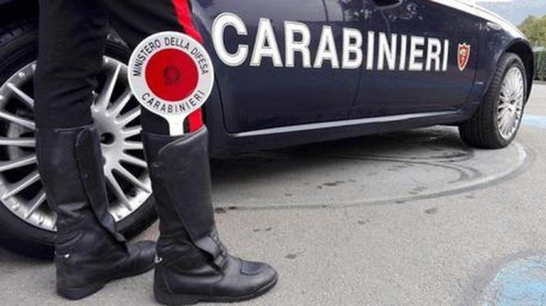 Latina, carabiniere spara a moglie e si barrica in casa con le figlie