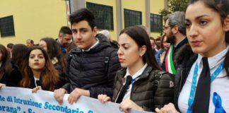 Cronaca Caserta, prof accoltellata: studenti in corteo anti-violenza