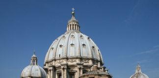 Cronaca di Napoli, denuncia prete per pedofilia: caso archiviato