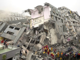 Terremoto a Taiwan. Crolla un hotel, persone intrappolate