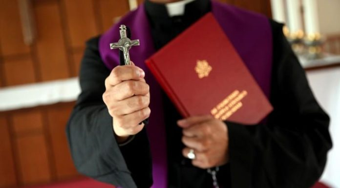 Cronaca Caserta, esorcismo a 13enne: sospeso sacerdote di Casapesenna
