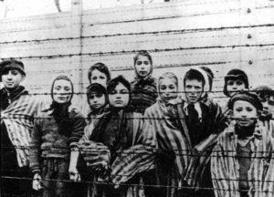 """Polonia, approvata legge sull'Olocausto. """"Nessuna responsabilità per i campi di sterminio"""""""
