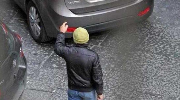 Cronaca di Napoli, parcheggiatore abusivo spara: tre feriti nella fuga