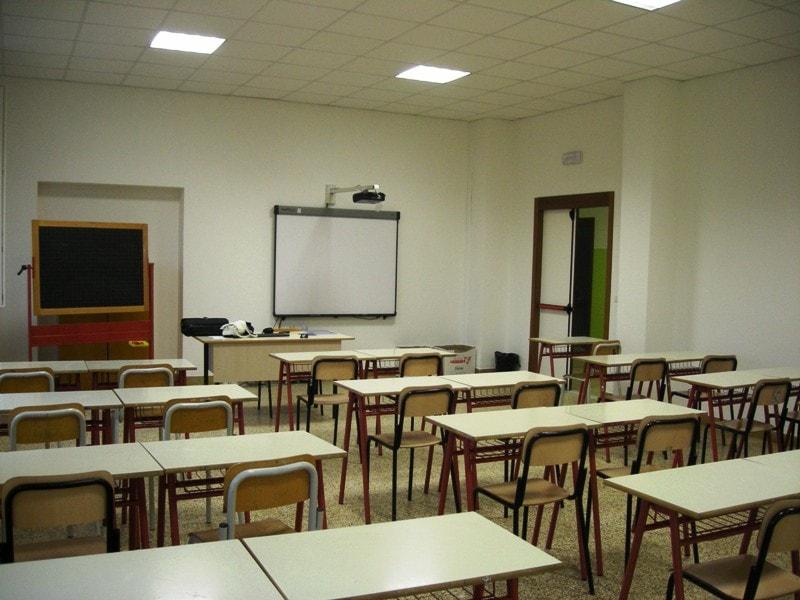 """Cronaca Caserta, prof accoltellata da alunno per """"questione d'onore"""""""