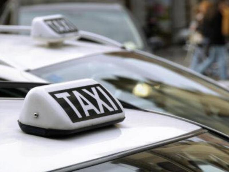Belgio: taxi gratuiti per vaccinare le persone di Liegi con più di 75 anni
