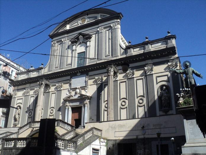 Napoli, crollo ai Tribunali. Operai estratti vivi dalle macerie