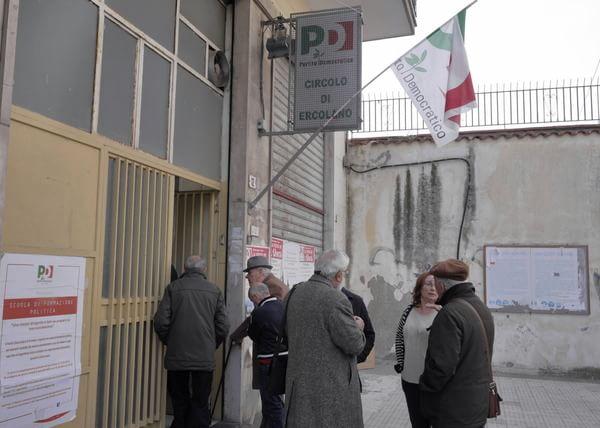 Pd, litigi e urla all'assemblea di Napoli ad Ercolano