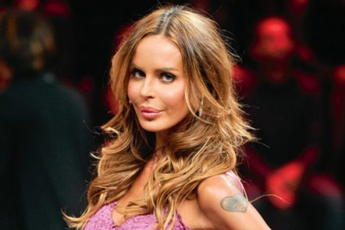 Nina Moric provoca i tifosi napoletani: