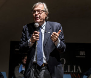 "Vittorio Sgarbi ""incorona"" a Napoli 15mila studenti"