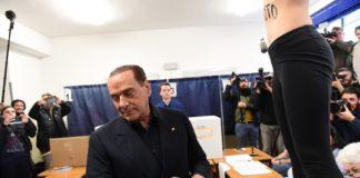 Berlusconi contestato al seggio: 'Femen' espulsa dall'Italia
