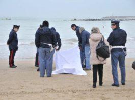 Salerno, studenti trovano un cadavere sul litorale Paestum