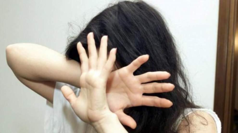 Cronaca di Napoli, commessa 18enne violentata dal datore di lavoro