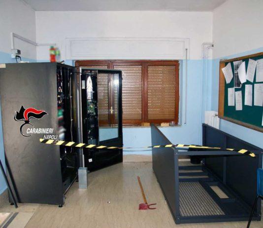 Casoria, furti nelle scuole: arrestato il ladro grazie alle impronte