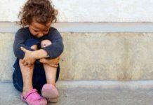 Torre Annunziata, lascia le due figlie a chiedere l'elemosina: denunciata