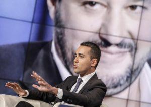 """Governo, scintille M5s-Lega. Di Maio: """"No ammucchiate"""", Salvini ribatte"""