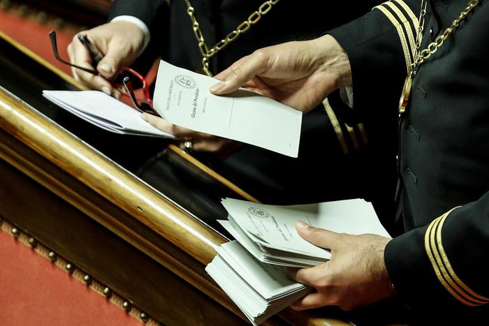 Camera e senato fumata nera alla prima votazione for Camera e senato