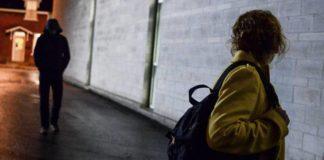 Avellino, abusi e stalking su 16enne: docente ai domiciliari