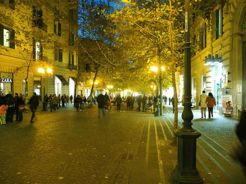 Lockdown a Napoli, strade aperte solo alle auto? De Magistris smentisce