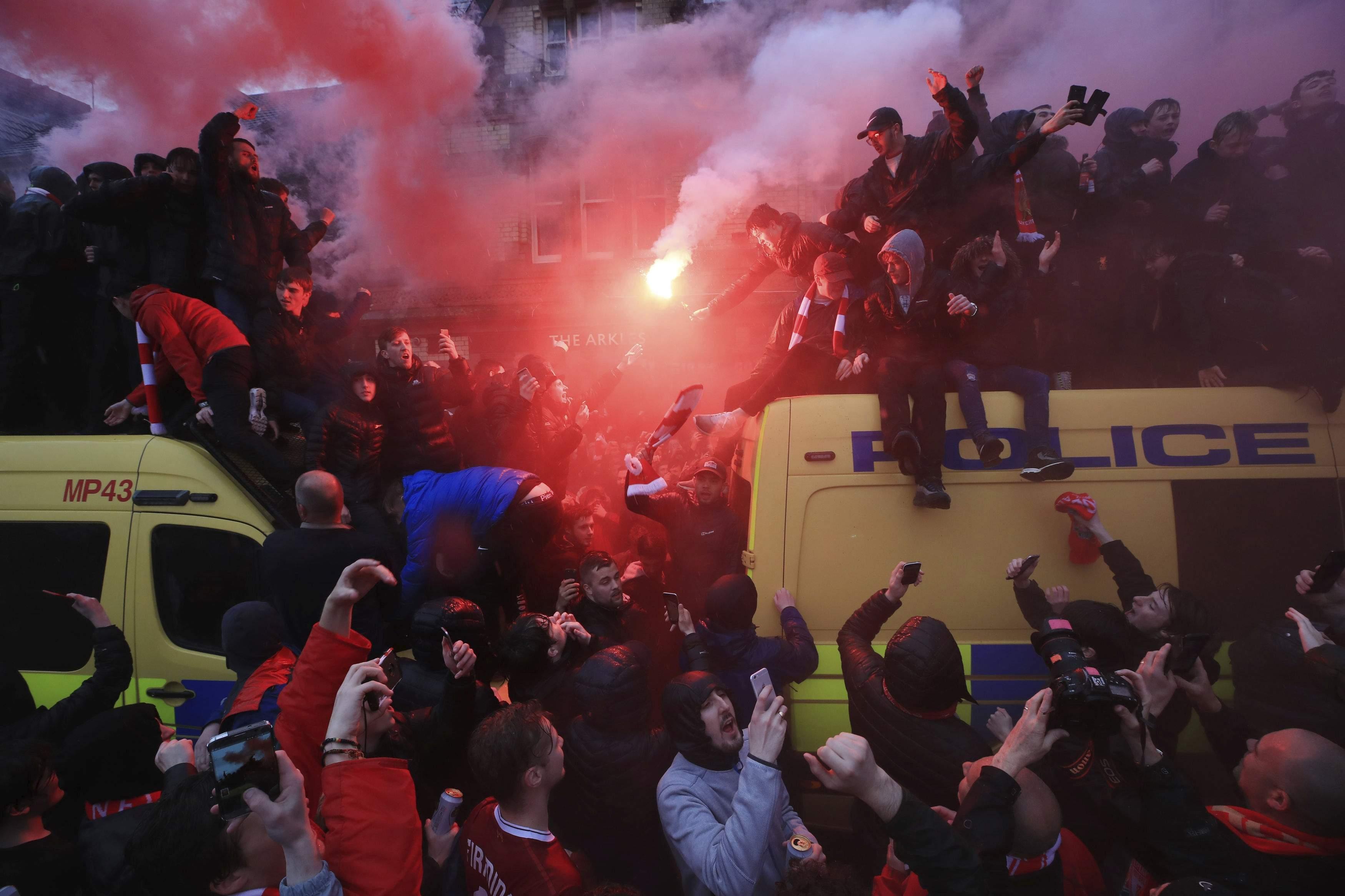 Roma, aggressione ad Anfield: polizia britannica incrimina 2 ultrà. I giallorossi rischiano