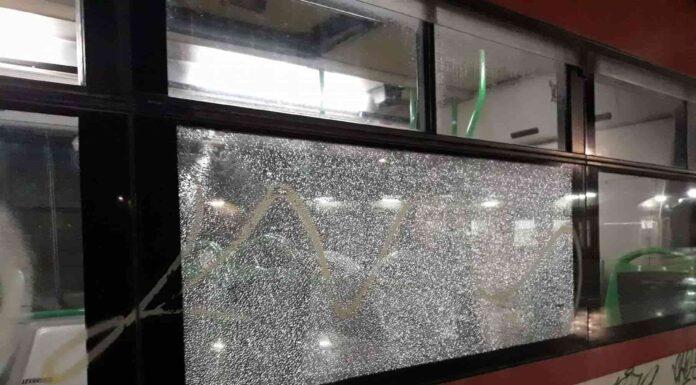 Baby gang, sassaiola contro bus a San Giovanni a Teduccio