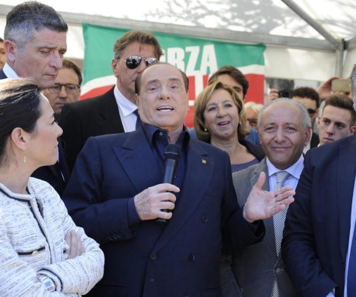 """Governo, Berlusconi: """"M5S è un pericolo. A Mediaset pulirebbero i cessi"""""""