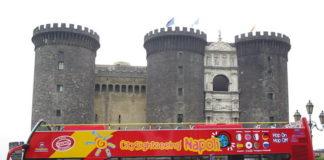 Napoli, arriva la tassa ai bus turistici: 100 euro per l'ingresso in città