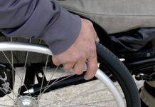 Stati Uniti, un paraplegico riesce a camminare con un piccolo elettrodo