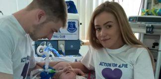 """Alfie Evans è morto, i genitori su Fb: """"Il nostro bimbo ha messo le ali"""""""