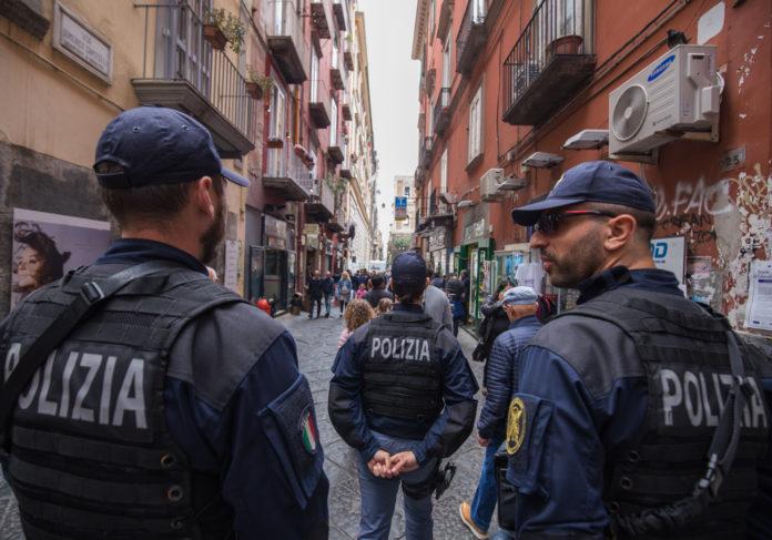 Napoli, Forcella: controlli della Polizia, sequestri e denunce